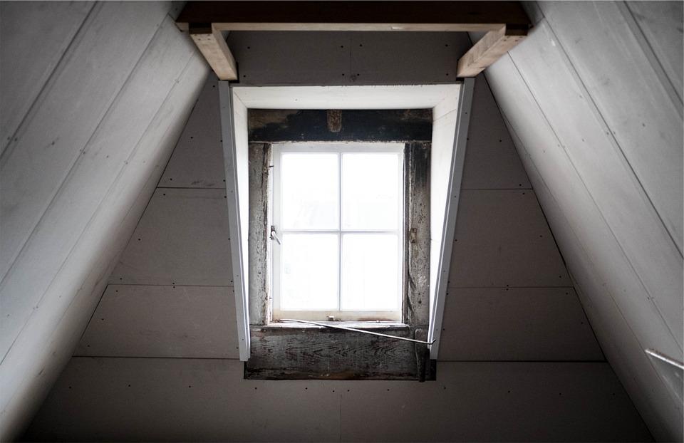 entreprise pr s d 39 auriol pour isoler les combles perdus d 39 une maison de village piacentino et fils. Black Bedroom Furniture Sets. Home Design Ideas
